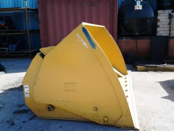 19 aug cat 938 hi tip bucket